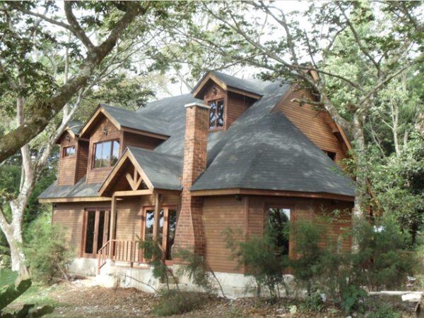 Casa de madera naturaleza casas dise o americano - Casas de madera natural ...