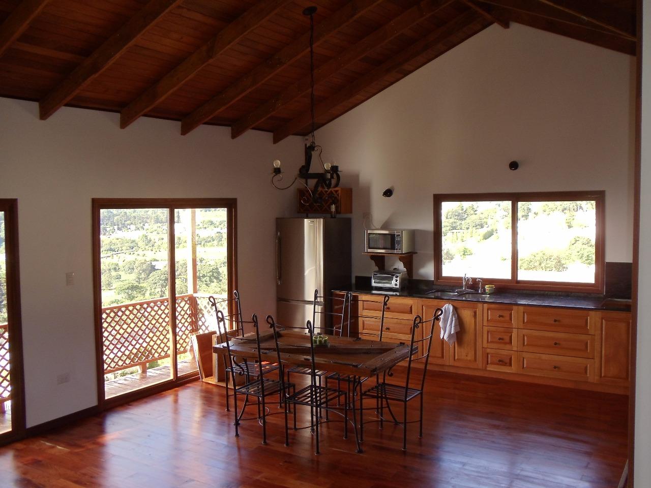 Casa de madera en alto casas dise o americano - Diseno de casas de madera ...