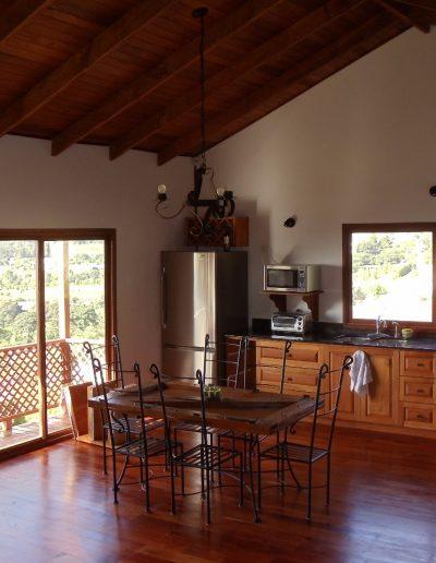 casa-de-madera-interior-comedor