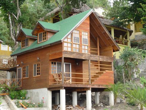 casa-de-madera-con-embarcadero